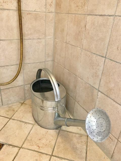 Spar på vandet i badet